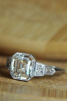 Engagements Rings : 18 Engagement Ring Shapes and Cuts - Total Jewelry Photo Guide Engagement Rings On Finger, Engagement Ring Shapes, Classic Engagement Rings, Princess Cut Engagement Rings, Platinum Engagement Rings, Beautiful Engagement Rings, Designer Engagement Rings, Halo Engagement, Ring Verlobung