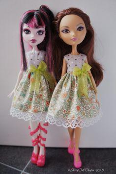 Monster and Ever After High Doll Dresses. http://www.ebay.co.uk/itm/321673979204?var=&ssPageName=STRK:MESELX:IT&_trksid=p3984.m1555.l2649