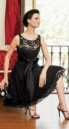 Epitome of classic elegance. Unfortunately this dress is no longer available :(