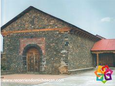 RECORRIENDO MICHOACÁN. En la ciudad de Uruapan se erige una construcción denominada  Huatapera, que data de mediados del siglo XVI  y fue construida por Fray Juan de San Miguel, ilustre clérigo quien es también el fundador de la esta ciudad. Esta edificación consta de una capilla con una hermosa fachada y adyacente a ella el fraile construyó un hospital, que se estima es el primero en el interior del país. HOTEL CABAÑAS ERENDIRA http://erendiralosazufres.com