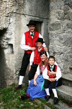 FolkCostume&Embroidery: Overview of the Folk Costumes of Europe, Lombardy, Italy