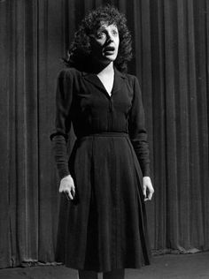 Edith Piaf - Hosted by Google Edith Piaf Singer Edith Piaf singing on stage. Location: Paris, France Date taken: 1946 Photographer: Gjon Mili Size: 954 x 1280 pixels (13.2 x 17.8 inches)