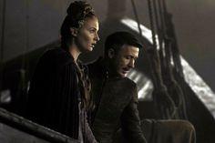 - Sansa, vamos a hacer lo de Titanic, yo te cojo por detrás y tú te fías de mí. + Este señor me da mucho miedo.
