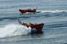 2 boten van KNRM in actie, door: Kees Mierop