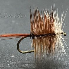 Brown Bivisible   #dryfly #dryflyfishing #flytying #flyty #flyfish #flytyingtable #flytyingaddict #flytyingjunkie #flytyingnation #flytyingbench #flytyingporn #troutflies #whitingfarms #moonlitflyfishing #addictedtothevise #allaboutfishing_feature #flyfishing_feature