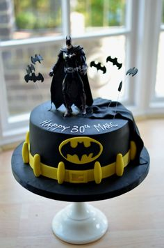 An awesome batman cake for a birthday. If you have a batman birthday theme, this cake will match perfectly. Batman Birthday Cakes, Birthday Cake For Him, Batman Cakes, Birthday Cupcakes, Boyfriend Birthday Cakes, Birthday Boys, Superhero Cake, Lego Batman Party, Birthday Cake Decorating