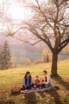 Was gibt es Schöneres, als mit der Familie in der Natur zu sitzen und ein Picknick zu machen. In der Region Joglland - Waldheimat warten so manch schöne Platzerl auf Sie! #jogllandwaldheimat #picknick #familie (c) Oststeiermark Tourismus Bernhard Bergmann