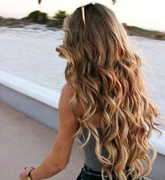 4 Ways to Get Wavy Hair Even If Your Hair is Super Straight 4 Ways to Get Wavy Hair Even If Your Hair is Super Straight How To Curl Your Hair, Hair Day, Pretty Hairstyles, Hairstyles Wavy Hair, Long Wavy Hairstyles, Balayage Hairstyle, Long Haircuts, Layered Hairstyles, Hairstyles 2016
