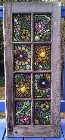 Tür mit Mosaik-Glas