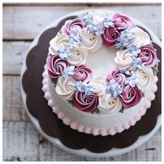 Cake Decorating Frosting, Cake Decorating Tips, Cookie Decorating, Cake Icing, Buttercream Cake, Cupcake Cakes, Mini Cakes, Cake Fondant, Buttercream Flowers