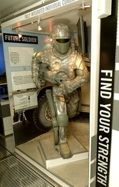 Mock-up of a future powered military exoskeleton displayed by the US Army Starship Troopers, Net Tv, Powered Exoskeleton, Find Your Strengths, Military Armor, Combat Armor, Military Uniforms, Futuristic Armour, Sci Fi Armor
