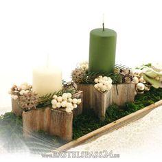 Tischdeko Weihnachten selber machen. Dekorieren im Landhausstil, Adventsgesteck in Sternschale aus Holz.