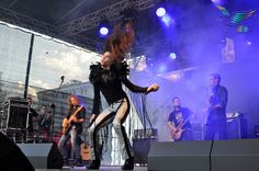 Michal Szpak with the band