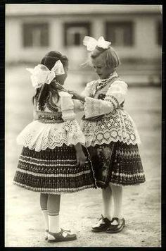 Sióagárd; Népviselet | Képeslapok | Hungaricana Folk Costume, Costumes, Folk Clothing, Hungarian Embroidery, Folk Music, My Heritage, Fashion History, Folklore, Traditional Outfits