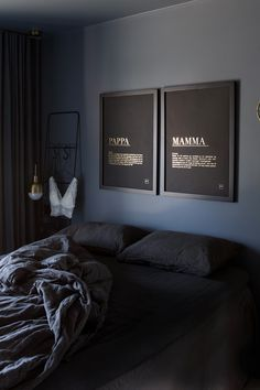 Eksklusiv utgave av bestselgeren MAMMA og PAPPA på matt sort papir med gull foliering✨ - - - Frakt: GRATIS Levering: 2-5 virkedager Trustpilot: 4,6 av 5 Couch, Wall, Poster, Furniture, Instagram, Home Decor, Settee, Decoration Home, Room Decor