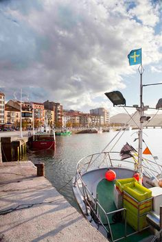 Puerto de Ribadesella Beautiful Places In The World, What A Wonderful World, Costa, Asturias Spain, Paraiso Natural, Portugal, Vacation Places, Amazing Destinations, Wonders Of The World
