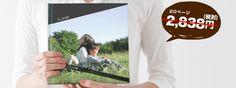 フォトブックスクエアを胸の位置で女性が持っている横に吹き出しで「20ページ:かつて2,838円(税別)と表記 Polaroid Film, Prints