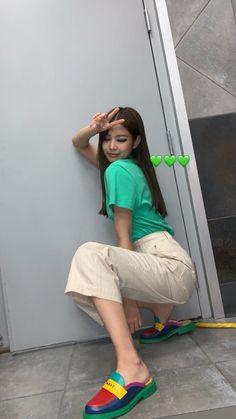 Black Pink Yes Please – BlackPink, the greatest Kpop girl group ever! Kim Jennie, Black Pink Jennie Kim, Blackpink Fashion, Korean Fashion, Fasion, Blackpink Outfits, Blackpink Photos, Blackpink Jisoo, Celebs