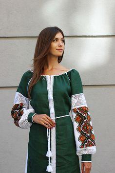 Купити сукню з ручною вишивкою від українського виробника Синій льон Жіноча  Мода adaf28265ac73