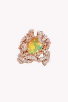 Ода опалам в коллекции драгоценностей Dior et d'Opales | Украшения | VOGUE Dior Jewelry, Jewellery, October Baby, Gems, Vogue, Pendants, Jewels, Opals, My Favorite Things