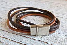 Lederarmband in braun und schwarz mit einem Zamak Magnet Verschluss zum Wickeln von Charme-Charmant 18,00 €