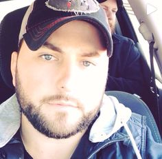 Tyler Farr♥♥♥, look at those eyessss!