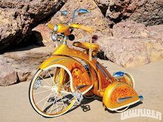 After a 6 month build, this 1935 Sky King tricycle was able to place first in class at the San Bernardino and Las Vegas shows. Learn more about this lost treasuer here at Lowrider Magazine. Lowrider Bicycle, Trike Bicycle, Estilo Cholo, Bike Engine, Vintage Cycles, Kids Ride On, Old Bikes, Pedal Cars, Classic Cars