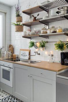 Miks atmosfere Ibize, Afrike i Balija u šik kući u Pirovcu - Jutarnji List Kitchen Sets, Ikea Kitchen, Kitchen Cabinets, Cle Elum, First Kitchen, Küchen Design, Ibiza, Tiny House, San Giacomo