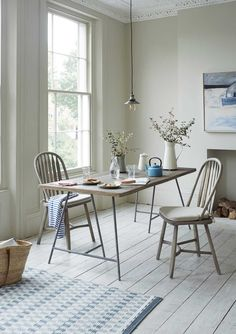 If you're after a reclaimed kitchen / dining table carved from slabs of characterful elm and packed full of lived-in knots and waney edges, then you've absolutely found the one. This rustic design has a nice contemporary feel and comes with sturdy metal legs.