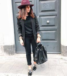 outfit-look-looks-fashion-blogger-veronica-giuffrida-italia-giacca-jeans-brunette-total-black-cappello-falda-larga-borsa-the-bridge-scarpe-oro-stradivarius-  Instagram/Snapchat: @Veronikagi