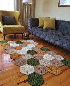 Tapetes de croch para sala modelos e ideias - Artesanato Passo a Passo Diy Crochet Flowers, Diy Crafts Crochet, Crochet Home Decor, Diy Crafts To Sell, Doilies Crochet, Crochet Edgings, Chrochet, Crochet Ideas, Handmade Home Decor