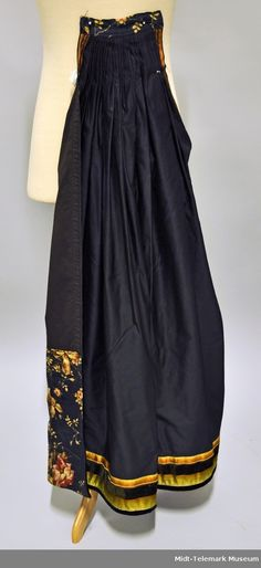 Forkle - Midt-Telemark Museum / DigitaltMuseum Waist Skirt, High Waisted Skirt, Traditional Outfits, Museum, Womens Fashion, Sew, Clothes, Hipster Stuff, Outfits