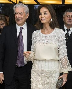 Mario Vargas Llosa celebra su 80 cumpleaños arropado por Isabel Preysler Classic Skirts, Casual Fall Outfits, Fashion Over 50, Fashion Details, Beautiful Dresses, Fashion Dresses, Mario Vargas, Trending Outfits, Crochet