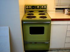 Retro GE 24'' Apartment Size Avocado Stove.  Had 1 the same in our 1st apartment, 1968.  Avocado green was THE color and we were so in style!