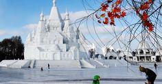 20160214 - A mais alta escultura de neve do mundo, que fica em Harbin, capital da província de Heilongjiang, nordeste da China, encurtou cinco metros devido ao aumento da temperatura na região. O castelo de neve tem 51 metros de altura. PICTURE: Wang Jianwei/Xinhua