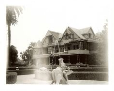 Right view of wealthy widow, Sarah L. Inside Mansions, Mansion Tour, Winchester Mystery House, American Mansions, Thing 1, Queen Anne, The Good Place, Places To Go, Country Houses