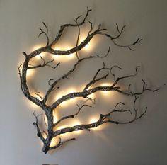 Indirekt beleuchteter Ast an der Wand #smallwoodcrafts