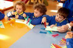 P2 #BabygardenISP fortalece los músculos de la mano haciendo Motricidad fina. #EstimulaciónTempranaISP #InteligenciasMúltiplesISP InglésISP