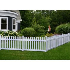 39 White Fence Design And Idea for Your Front Yard Front Yard Decor, Front Fence, Dog Fence, Pallet Fence, Front Yard Fence Ideas Curb Appeal, Gabion Fence, Wood Fences, Rustic Fence, Fence Stain