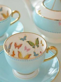 Awww, I just love butterflies. To imagine sipping my tea with these fanciful creatures seemingly fluttering inside would be kinda magical.