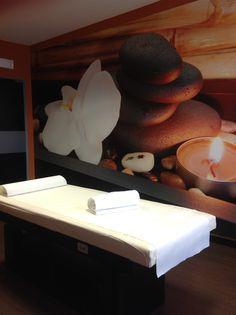 Relax the body Massage Room Design, Massage Room Decor, Spa Room Decor, Massage Therapy Rooms, Design Salon, Spa Design, Spa Treatment Room, Spa Treatments, Ayurvedic Spa