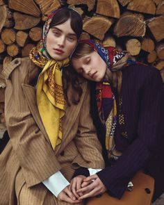 The November 2017 issue of Harper's Bazaar Czech heads to the countryside for this dreamy fashion editorial. Photographed by Andreas Ortner, models Eliza R Source by maritutunni editorial Fashion Shoot, Look Fashion, Editorial Fashion, Fashion Dresses, Vogue Editorial, Farm Fashion, 50 Fashion, Fashion Styles, Fashion News