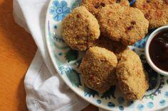 Como fazer nuggets caseiros de frango. Receita completa em http://gordelicias.biz.