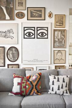 LOVE PICTURE WALLS - and look and the nice pillow in the sofa from Fine little day… (by the way - you can buy the pillow case here at MIMI'S CIRCUS) Source: pinterest.com/katespadeny