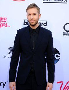 Repasamos los looks masculinos de los Premios Billboard de la Música 2015. Calvin Harris, uno de los triunfadores de la noche, que optó por un total black look con el que iba impecable.