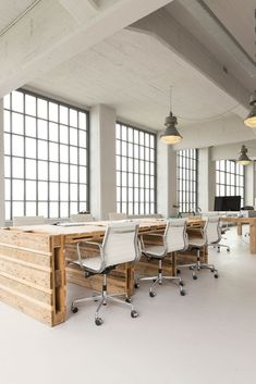 White office Industrial - Impressive Office Lamp Design Ideas For Your Home Office. Bureau Design, Workspace Design, Office Interior Design, Office Interiors, Office Designs, Design Offices, Office Space Design, Open Space Office, Industrial Office Space