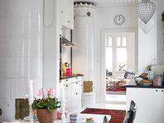 Swedish white living. Love the windows!