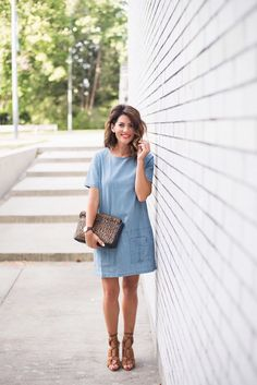 The Bachelor Season 13 and The Bachelorette Season 5 contestant Jillian Harris shares some behind-the-scenes tips about reality-show beauty Jillian Harris, Fade Styles, Summer Dress Outfits, Mommy Style, Chambray Dress, Fashion 2020, Spring Summer Fashion, Summer 2015, Designer Dresses