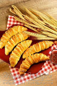 Slane kiflice (video) Albanian Recipes, Croatian Recipes, Albanian Food, Bread Recipes, Baking Recipes, Cake Recipes, Kiflice Recipe, Kitchen Aid Recipes, Bread Shop