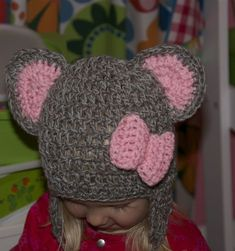 in black it could be minni Diy Crochet, Crochet Baby, Crochet Ideas, Fun Projects, Crochet Projects, Crochet Animal Hats, Cute Mouse, My Little Girl, Ear Warmers